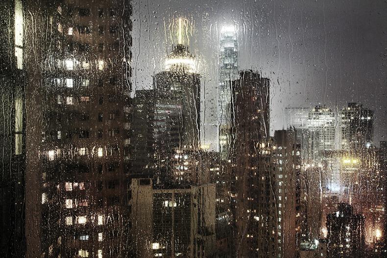-當身의 跡이 빗 속에 남아.